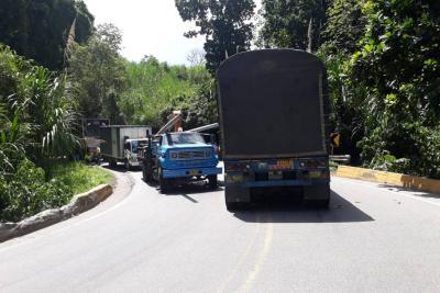 Conductor perdió la vida en un choque múltiple en Piedecuesta