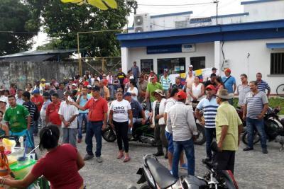 Protesta en Sabana de Torres en sede de la Essa completa 12 días