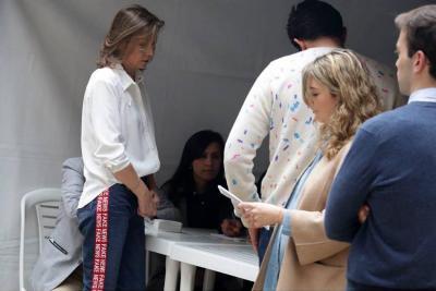 'Tutina' se robó la atención con los jeans que lució en su puesto de votación