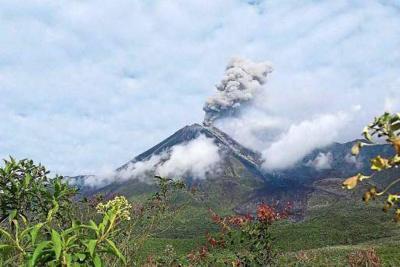 Cae ceniza de volcán en provincias andina y amazónica de Ecuador