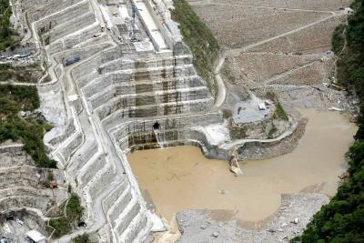 Evacúan trabajadores por nueva emergencia en la presa Hidroituango