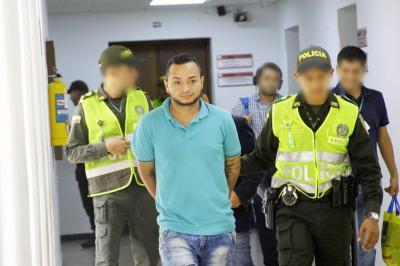 Arrestan a joven en Girón investigado por extorsión