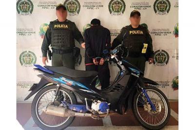 Le habían robado la moto y terminó capturado por la Policía