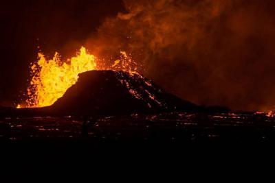 Nueva erupción de volcán Kilauea genera evacuación de cientos de hawaianos