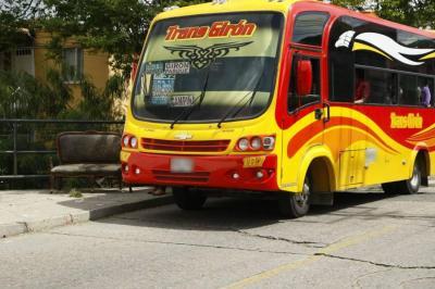 Estudian cancelar dos tramos en rutas de buses tras ola de atracos en Girón