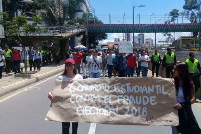 Estudiantes de Bucaramanga marcharon en contra de la Registraduría