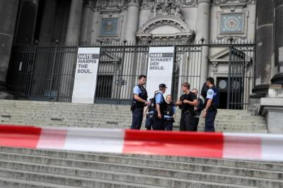 Tiroteo en la catedral de Berlín dejó dos heridos, entre ellos un policía