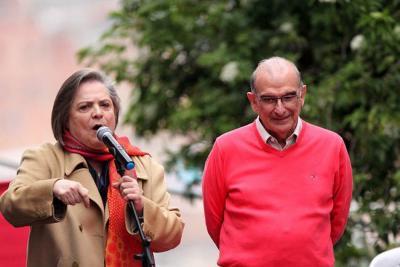 Clara López increpó a Humberto de la Calle por votar en blanco en segunda vuelta