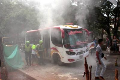 Bus de servicio público se incendió cuando se movilizaba por Floridablanca