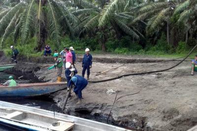 Aún se desconocen causas del derrame de crudo sobre el río