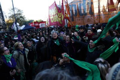 Mujeres de Argentina se acercan al aborto legal
