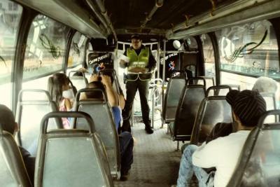 Policía hace campaña en rutas de transporte