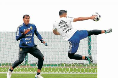 Argentina, a despejar las dudas contra Islandia