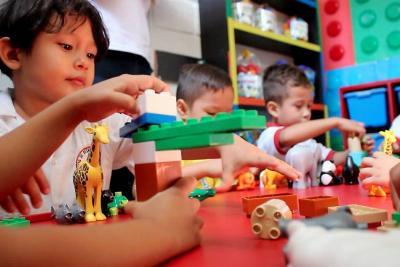 Dotarán 135 hogares comunitarios de Bucaramanga con mobiliario de Lego