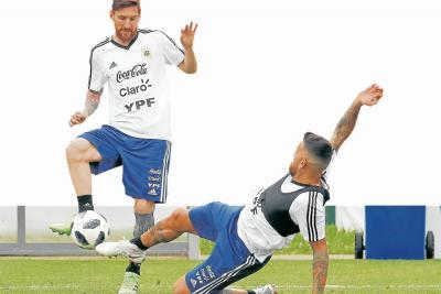 Argentina y Messi buscan levantar  el rendimiento
