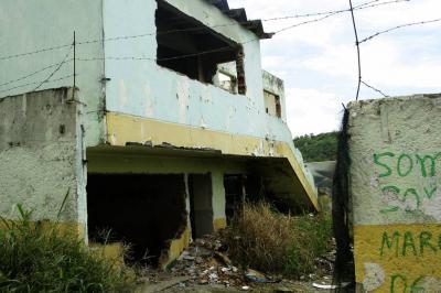Un colegio en ruinas es sitio de concentración para drogadictos en Floridablanca