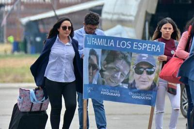 """""""Nos enteramos por un tuit"""": el mensaje de los familiares de periodistas ecuatorianos a Santos"""