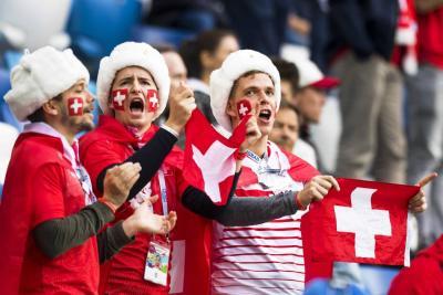 Suiza venció 2-1 a Serbia y es líder del grupo E