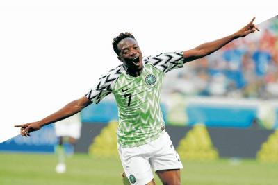 Musa deja 'con vida' a Nigeria y  Argentina