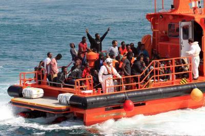 Autoridades españolas rescataron cerca de 800 inmigrantes en las costas