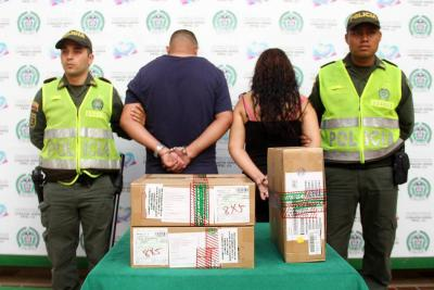 Pareja es acusada de robar $50 millones en celulares en Bucaramanga