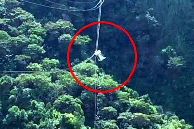 Tras doce horas de emergencia, rescatan a familia atrapada en teleférico de Medellín