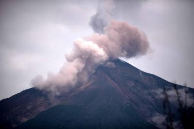 El volcán de Fuego registra entre 5 y 7 explosiones por hora
