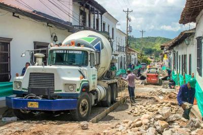 Avanza recuperación de malla vial en casco antiguo de Girón