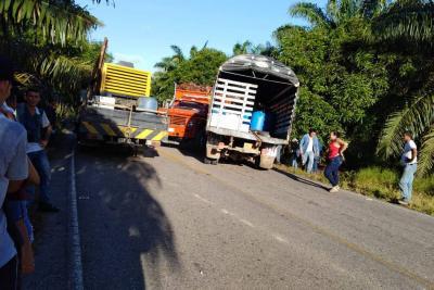 Colisión entre camiones deja dos personas muertas