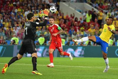 Brasil derrotó 2-0 a Serbia y enfrentará a México en octavos