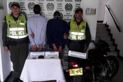 Capturan dos sujetos acusados de robar un celular y una cadena de oro en Floridablanca
