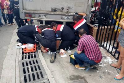 Camión sin frenos arrolló a  dos personas en Floridablanca