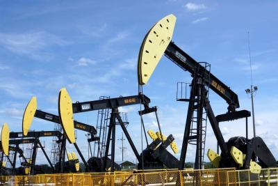 El petróleo llegó a sus máximos desde 2014