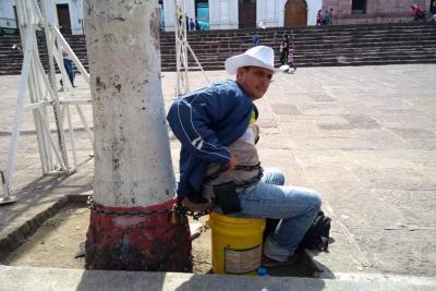 Protesta en parque Piedecuesta por suspensión de agua en la vereda Barro Blanco