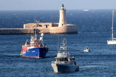 Bote con más de cien personas a bordo Naufraga en el Mediterráneo