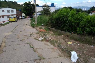 Laureles denuncia un leve hundimiento en sus vías