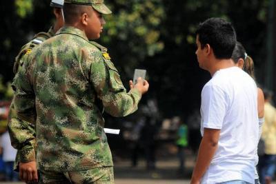 ¿Qué se esconde en la 'batalla' por juzgamiento de militares en la JEP?