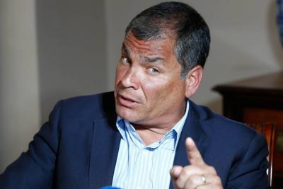 """Rafael Correa afirma que orden de arresto en su contra es un """"complot"""""""