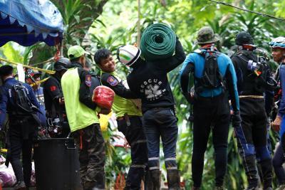 Rescate de niños atrapados en una cueva tailandesa puede tardar meses