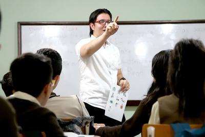 Estudiantes de Soto Norte se preparan para ser bilingües