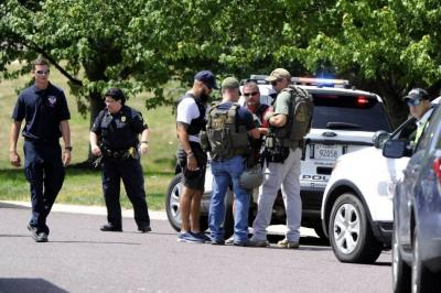 Dos adultos gravemente heridos tras tiroteo en escuela de EEUU