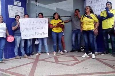 Habitantes de El Mortiño protagonizaron plantón frente a la Clínica Guane