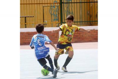 Las escuelas de fútbol buscan jóvenes talentos