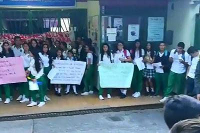 Se levantó protesta de más de 400 estudiantes en colegio de Rionegro, Santander