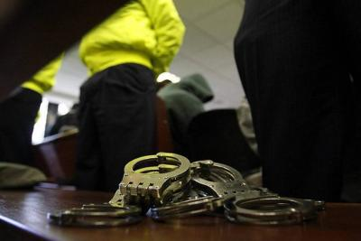 Detención domiciliaria a hombres que habrían abusado sexualmente de mujer en Floridablanca