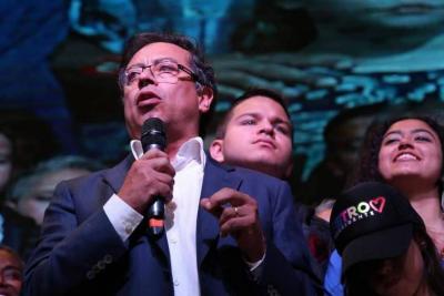 SIC embargará parte del sueldo de Senador de Gustavo Petro