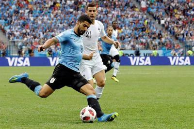 Francia es el primer semifinalista del Mundial, tras vencer 2-0 a Uruguay