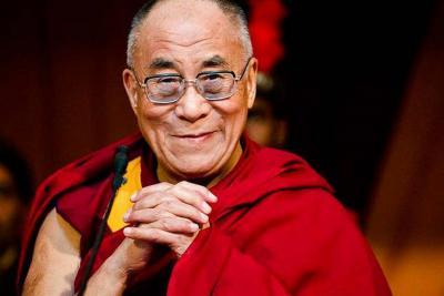 El Dalái Lama  celebra  cumpleaños junto a miles de fieles