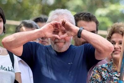 Juez revoca la orden de liberación de Lula da Silva y lo mantiene preso