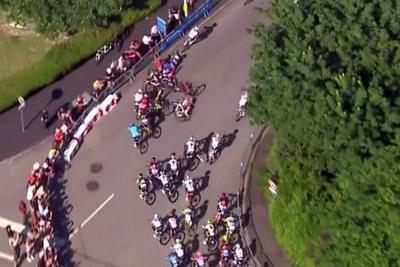 Fernando Gaviria sufrió caída y perdió el liderato del Tour de Francia